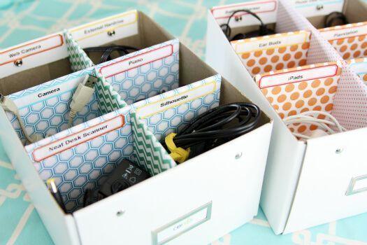 organizar-cables-guardados-en-cajas