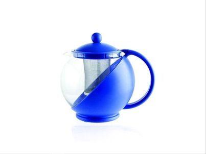 Tetera azul con filtro
