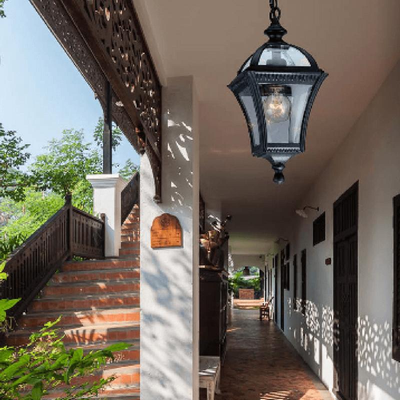 Aplique exterior clásico para techo color negro